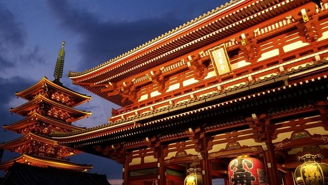浅草寺の宝蔵門と五重塔