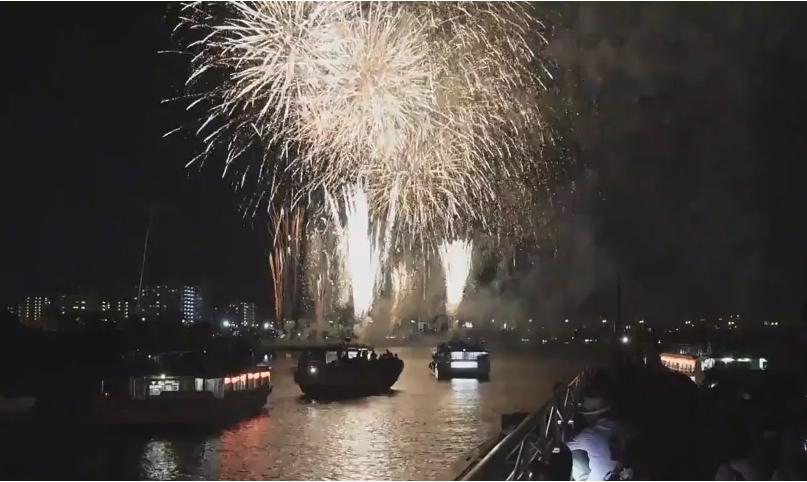 屋形船上足立花火大会東京