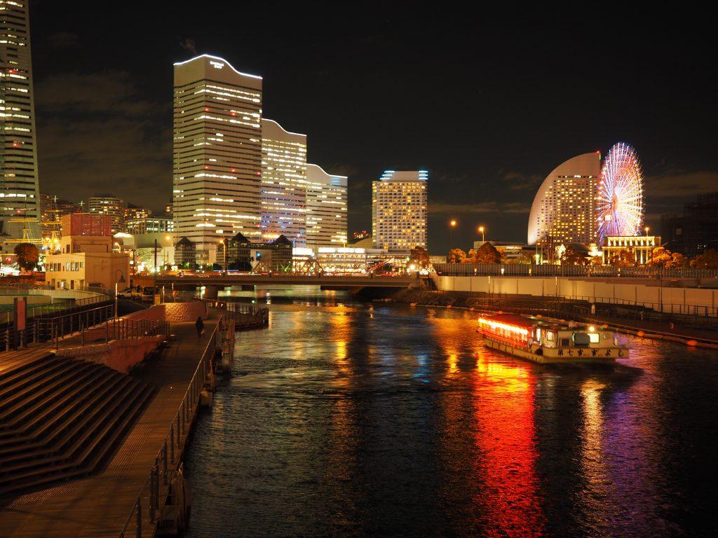 横浜の夜景で屋形船を貸切