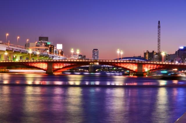 浅草の吾妻橋の夜景